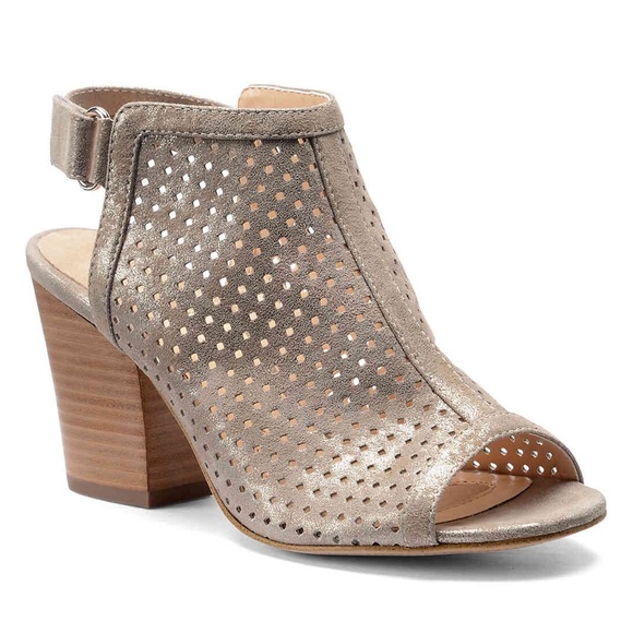 21047bc5129 Isola Shoes - Isola